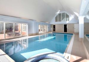 How Do I Choose a Swimming Pool Builder/Designer?